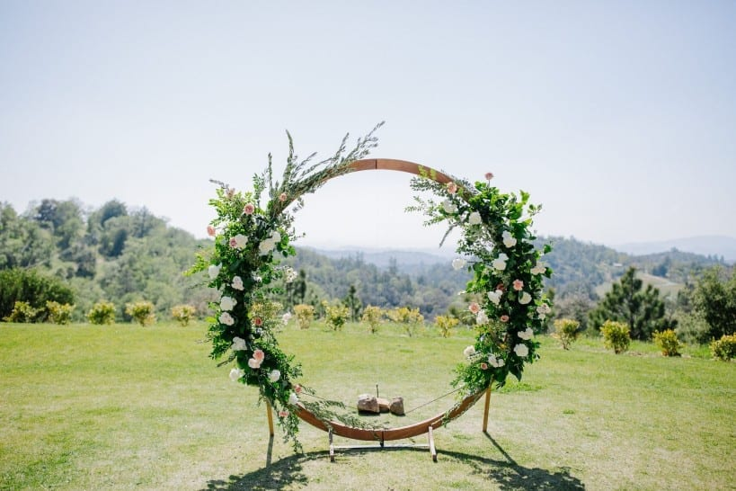 venue-rental partnerships create beautiful arch for wedding